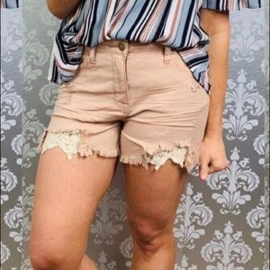 NWT Easel Crochet Distressed Short, size S